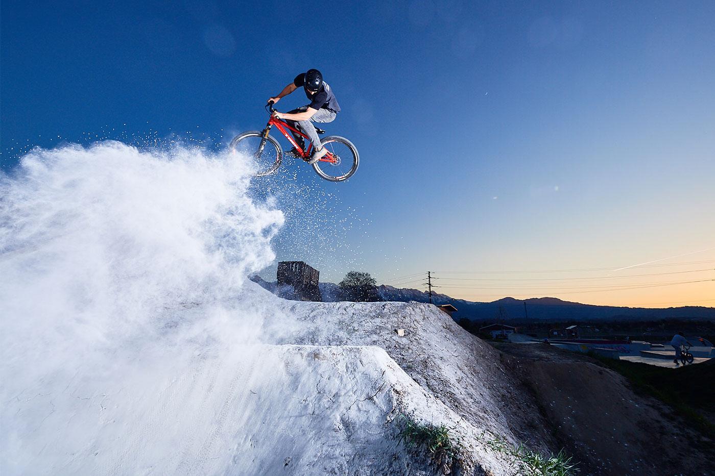 Action-Sport-Fotograf-MTB-Dirtjump-Bike-Steffisburg-Thun-Trek