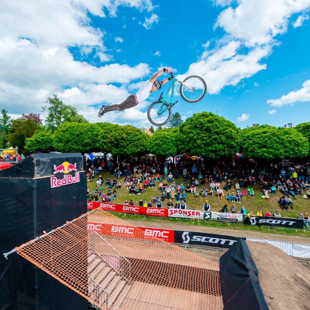 Action-Sport-Fotografie-Dirtjump-Bike-Days-Solothurn-Red-Bull